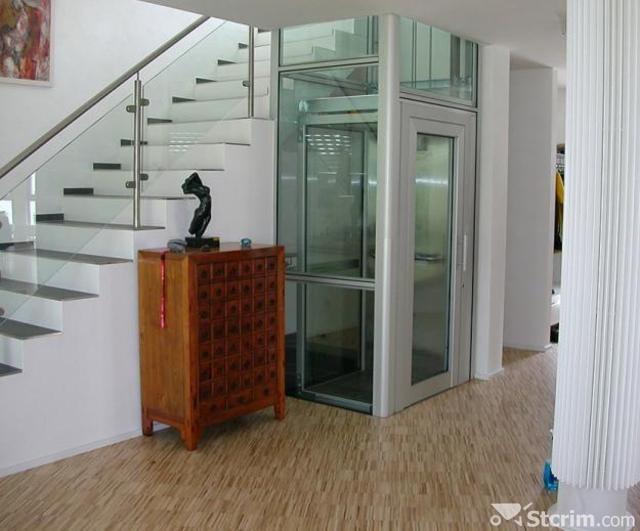 Фото небольшого лифта в коттедже