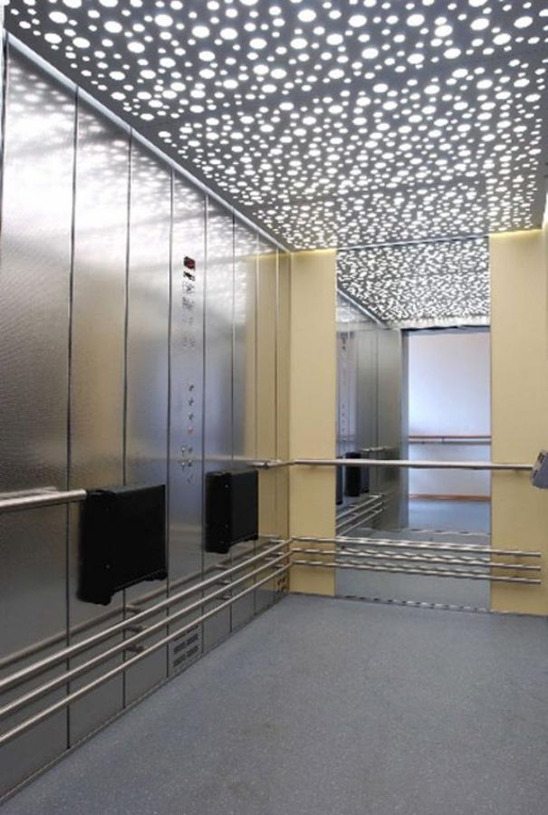 Грузовой лифт внутри