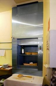 Малый грузовой подъемник на кухне