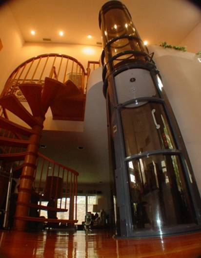 Лифт в интерьере коттеджа