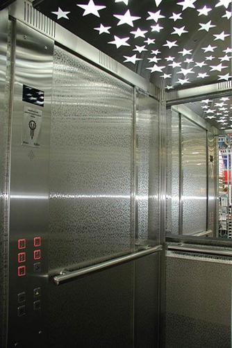 Потолок со звездами в лифте