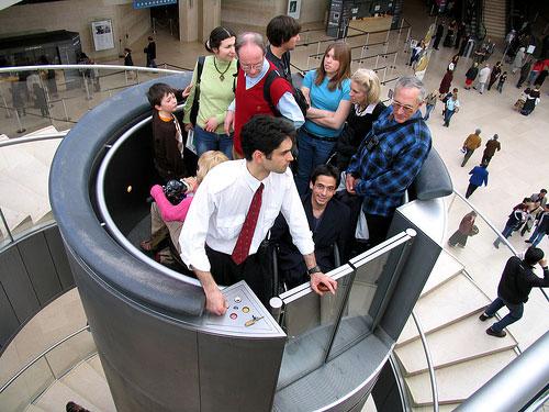 Лифт в Лувре