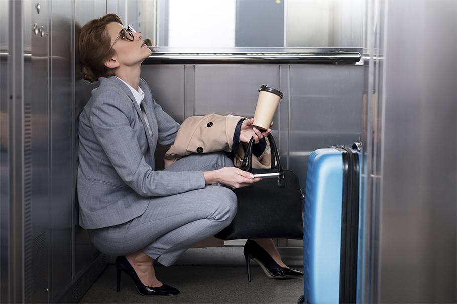 что делать если застряли в лифте