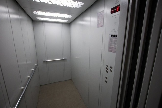 Почему гудит лифт?